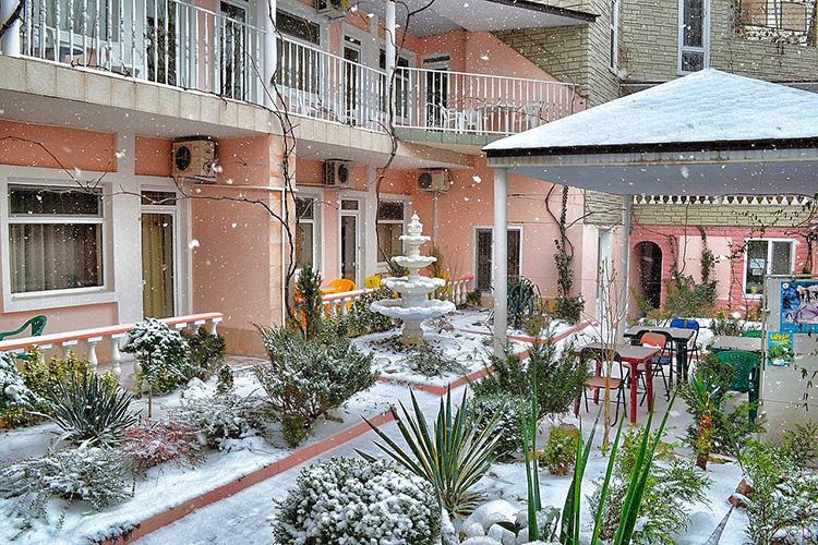 дворик зимой